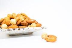 Mandel-Erdnuss und Haselnüsse Stockbilder