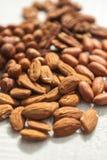 Mandel-Haselnuss und Erdnuss Stockfotos