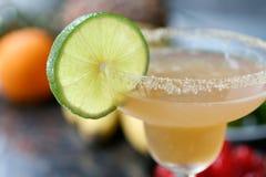 Mandel-Margarita-Cocktail mit Kalk Lizenzfreies Stockfoto