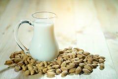 Mandel und Mandel-Milch Lizenzfreie Stockfotos