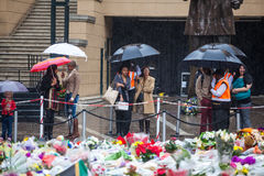 Mandela memorial day. People gather and lay flowers in Nelson Mandela Square in Sandton city, on a very wet day in Johannesburg. This on the memorial day of Stock Photo