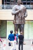 Mandela staty Arkivfoton