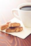 Mandelgebäck und Kaffee Lizenzfreie Stockfotografie