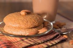 Mandelkakan, mandlar och mjölkar choklad Fotografering för Bildbyråer