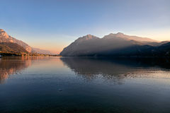MANDELLO DEL LARIO, ITALY/EUROPE - PAŹDZIERNIK 29: Widok jeziora Com Obrazy Stock