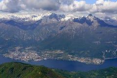 Mandello y Grigna en el lago Como, Italia Fotografía de archivo libre de regalías