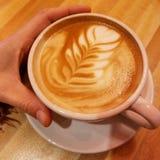 Mandelmilch Lattekunst stockbilder