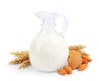 Mandelmilch mit Mandel Lizenzfreie Stockfotos