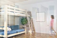 Mandi in aria il letto e un interno blu del sofà, manifesto tonificato Fotografia Stock