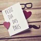 Mandi un sms ai pais del DOS del diametro del feliz, il giorno di padri felice in portoghese Immagini Stock