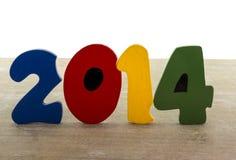 Mandi un sms al nuovo anno 2014 nel giallo di legno di verde di rosso blu delle lettere Fotografia Stock
