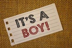 Mandi un sms al segno gli che mostra la S un ragazzo chiamata motivazionale Le foto che concettuali il bambino maschio è genere v fotografia stock libera da diritti
