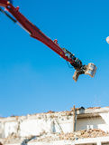 Mandibole meccaniche d'articolazione allegate ad un braccio degli escavatori Immagine Stock
