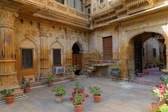 Mandir宫殿庭院和胡同在Jaisalmer 库存图片