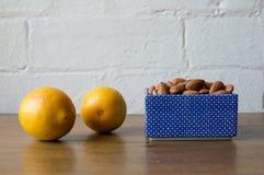 Mandlar och citroner Royaltyfri Fotografi