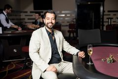 Mandobbleri i en kasino och le royaltyfri fotografi