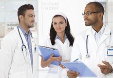 Mandoktorer och sjuksköterska royaltyfria foton