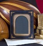 Mandolina vieja del laúd del papel de los libros de los objetos, marco Fotografía de archivo