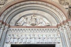 mandorla的救世主由两个天使和有传道者的圣母玛丽亚举行了 库存照片
