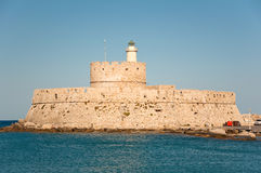 Mandraki-Hafen und der alte Leuchtturm. lizenzfreies stockbild
