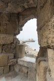 Mandraki hamnväderkvarnar Rhodes Town från fästningen Royaltyfri Bild