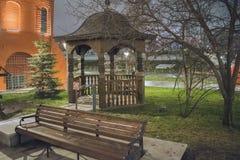 Mandril ao lado da igreja Moscovo, Rússia foto de stock royalty free