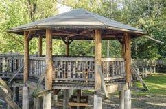 Mandril de madeira com as pontes da madeira imagens de stock