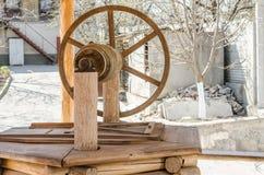Mandril de madeira com um poço fotos de stock