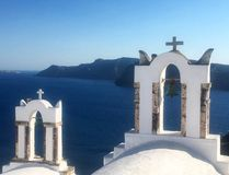 Mandrin de Santorini donnant sur l'eau Photos libres de droits