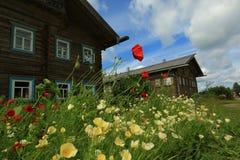 Mandrogi by i sommar, Ryssland arkivbild
