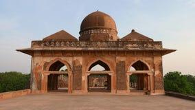 Mandu Ινδία, αφγανικές καταστροφές του βασίλειου Ισλάμ, του μνημείου μουσουλμανικών τεμενών και του μουσουλμανικού τάφου φιλμ μικρού μήκους