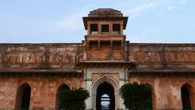 Mandu Ινδία, αφγανικές καταστροφές του βασίλειου Ισλάμ, του μνημείου μουσουλμανικών τεμενών και του μουσουλμανικού τάφου απόθεμα βίντεο