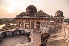 Mandu India, rovine afgane del regno di islam, del monumento della moschea e della tomba dei musulmani Particolari architettonici immagini stock