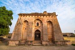 Mandu Indien, afghan fördärvar av islamkungarike, moskémonumentet och muslimgravvalvet arkitektonisk reflekterad shopping för det Fotografering för Bildbyråer