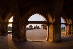 Mandu Indien, afghan fördärvar av islamkungariket, moskémonumentet och muslimgravvalvet, inredetaljer Arkivfoton