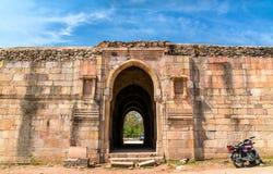 Mandvi parkerar det beställnings- huset på arkeologiska Champaner-Pavagadh - Gujarat, Indien arkivbilder