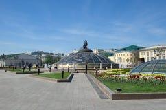 Manege广场在莫斯科在一个晴朗的春日,俄罗斯的中心 库存图片