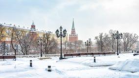 Manege ou Manezhnaya Moscou de négligence carrée Kremlin en hiver, Russie images libres de droits