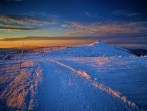 A maneira à pensão da montanha de Szrenica em montanhas gigantes/Karkonosze Fotografia de Stock Royalty Free