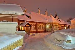 A maneira às câmaras de Tsarina's no crepúsculo do inverno imagens de stock