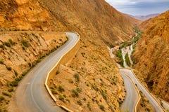 Maneira acima dos desfiladeiros du Dades em Marrocos Imagens de Stock Royalty Free