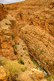 Maneira acima dos desfiladeiros du Dades em Marrocos Fotografia de Stock