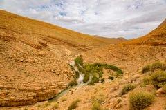 Maneira acima dos desfiladeiros du Dades em Marrocos Fotografia de Stock Royalty Free