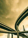 Maneira da antena e símbolo expressos da estrada do desvio da modernidade, fundo urbano futurista foto de stock royalty free