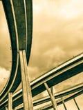 Maneira da antena e símbolo expressos da estrada do desvio da modernidade, fundo urbano futurista imagem de stock royalty free