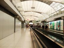 Maneira da caminhada no aeroporto Foto de Stock Royalty Free