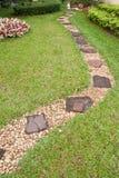 Maneira da caminhada no jardim Imagem de Stock Royalty Free