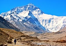 A maneira da cena- do platô tibetano vai a Everest (montagem Qomolangma). Imagem de Stock Royalty Free
