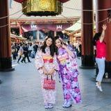 A maneira da entrada a Tokyo' templo de s Senso-ji Fotos de Stock Royalty Free