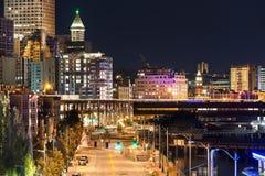 A maneira do Alasca na noite em Seattle, Washington Imagens de Stock